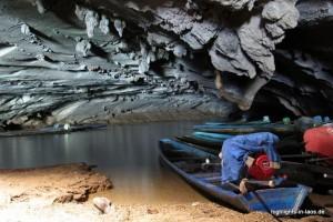 Boote in der Kong Lor Höhle